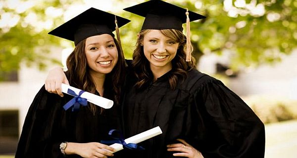 """""""Women in Service to Our Communities"""" Scholarship"""