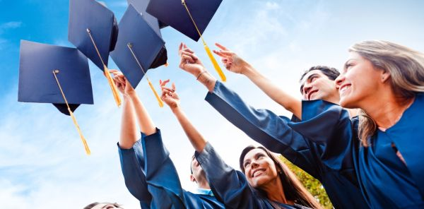Best Free Online Scholarships to Apply